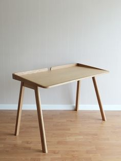 Robin Desk is a minimalist design created by Bangkok-based designer Kittipoom Songsiri
