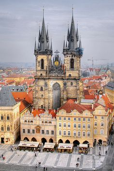 Church of our Lady before Týn, Prague, Czech Republic This lights up like a fairy tale castle at night. Oh The Places You'll Go, Places To Travel, Places To Visit, Beautiful Buildings, Beautiful Places, Church Of Our Lady, Prague Czech Republic, Famous Castles, Voyage Europe