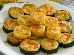 Zucchini slices gratinated with cheese - a super fast dinner Top-Rezepte.de - Zucchini slices gratinated with cheese – a super fast dinner Top-Rezepte. Zucchini Slice, Zucchini Fries, Healthy Dinner Recipes, Vegetarian Recipes, Snack Recipes, Healthy Cooking, Mushroom Recipes, Vegetable Recipes, Fast Dinners