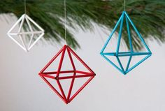 Curbly-Original How to: Make DIY Colorful Geometric Ornaments Diy Christmas Ornaments, Handmade Christmas, Holiday Crafts, Christmas Decorations, Handmade Ornaments, Holiday Ideas, Wie Macht Man, Navidad Diy, Ornament Tutorial