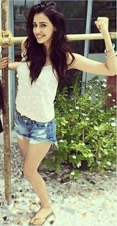 Gorgeous Disha Patani showing her Biceps Cute Celebrities, Bollywood Celebrities, Bollywood Fashion, Bollywood Actress, Celebs, Most Beautiful Indian Actress, Beautiful Actresses, Disha Patani Instagram, Disha Patni