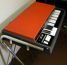 retro designed music store organ69 Hammered Dulcimer, Electric Piano, Keyboard Piano, Drum Machine, Music Store, Cool Guitar, Retro, Musical Instruments, Cool Stuff