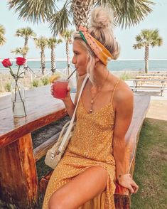 Summervibes Summer Zomer Outfit Look Dress Jurk Yellow dress Gele jurk Headband Hoofdband Headscarf Necklaces More on Fashionchick Cruise Outfits, Beach Vacation Outfits, Hawaii Outfits, Mode Outfits, Hawaii Clothes, Vacation Dresses, Outfit Chic, Outfit Look, Fashion Mode