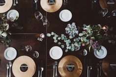 rock and roll wedding with gold record placemats, photographed by Suzuran Photography