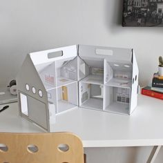 http://thisiskarton.com/117-medium/dollkit-casita-munecas-carton.jpg