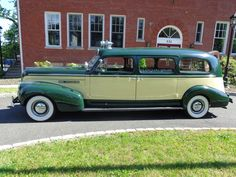 Seldom seen 1940 Buick Flxible Premier Ambulance scheduled to attend the 2017 Hemmings Motor News Concours Cars Usa, Us Cars, Classic Trucks, Classic Cars, Buick Cars, Flower Car, Cool Vans, Emergency Vehicles, Fire Engine
