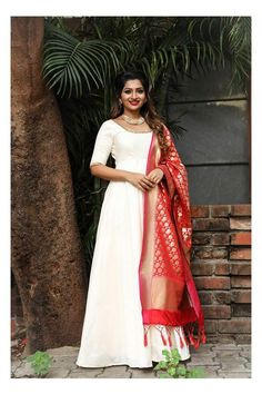 How to wear wedges outfits blouses 54 Ideas Indian Gowns Dresses, Indian Fashion Dresses, Pakistani Dresses, Indian Outfits, Indian Clothes, Woman Dresses, Fashion Wear, Fasion, Silk Anarkali Suits