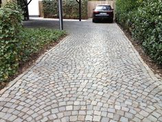 Sandstone cobbles for driveways, roadways, paths and garden patios etc offered by Stonemart, the leading natural stone exporter in India.