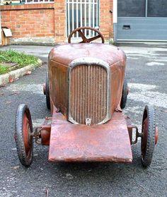"""UNE PERLE CONVOITÉE : LA CITROËN """"ROSALIE"""" DES RECORDS. voiture à pédales. – L'univers des voitures à pédales et à moteur pour enfants"""