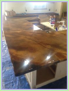 How to finish concrete countertops epoxy finish epoxy high gloss Concrete Kitchen, Concrete Countertops, Kitchen Countertops, Concrete Bar, Work Desk Decor, Office Desk, Dining Room Ceiling Lights, Plywood Table, Maple Kitchen Cabinets