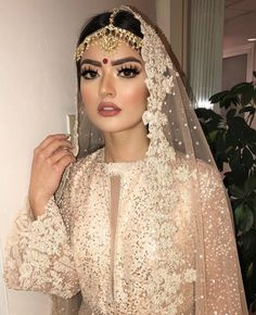 Wedding Dresses Pakistani Hair Ideas For 2019 Asian Wedding Makeup, Pakistani Bridal Makeup, Bridal Makeup Looks, Pakistani Bridal Dresses, Bride Makeup, Bridal Looks, Desi Bridal Makeup, Indian Bridal Hair, Pakistani Hair