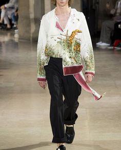 Maison Margiela by John Galliano Spring&Summer 17 Ready to wear and Resort wear. This season must Haves. �� :some images Getty : Indigital #fashionweek #fashionistas #fashionblogger #fashionphotography #designerbrands #Celebrity #models #dresses #menswear #ladieswear #retail #Celebrity #vogue #suits #swimwear #daywear #Evening-wear #shoes #bags #hats #lifestyle #MUA #stylist #luxuryfabrics #models #runwaymodels #leather #silk http://tipsrazzi.com/ipost/1505765707147699490/?code=BTlje7JgOUi