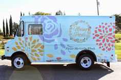 50 Truck Businesses That Dont Sell Food - Business Opportunities Food Truck Business, Farm Business, Mobile Business, Business Ideas, Flower Truck, Flower Cart, Mobile Boutique, Mobile Shop, Boutique Decor