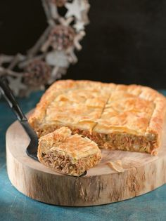 Ground pork and leek pie - www. Leek Pie, Greek Cooking, Pastry Art, Greek Recipes, Pork, Food And Drink, Appetizers, Stuffed Peppers, Dishes