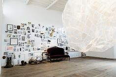 curador idealizou o espaço expositivo flora, em bogotá. na imagem, mostra árvore genealógica, de juan lealruiz