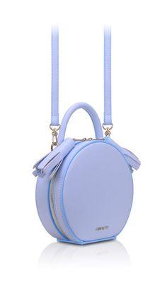 Versace Handbags, Lv Handbags, Cute Backpacks, Girl Backpacks, My Bags, Purses And Bags, Fashion Bags, Fashion Handbags, Fashion Fashion