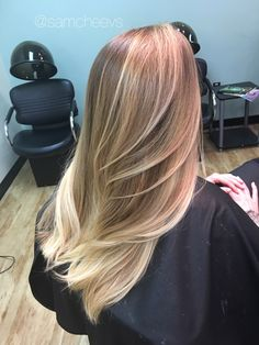 Honey platinum blonde ombré for dirty blonde hair // long hair with long layers