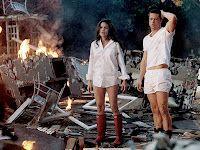 30 april 2012: Undercover. Brad Pitt als John Smith en Angelina Jolie als Jane Smith in  Mr. & Mrs. Smith waarin de echtelieden zonder het van elkaar te weten undercover agenten voor verschillende huurmoordenaarssyndicaten zijn