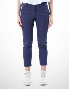 Pantaloni Donna Cotone Biologico Capri Pants, Fashion, Moda, Fashion Styles, Capri Trousers, Fashion Illustrations, Fashion Models
