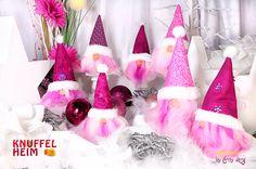 Wichtel, selbst genäht/gebastelt für Weihnachtsmarkt (Winter, Deko, sewing, crafting, Gnome, Christmas) Pinke Truppe... Gnome, Pink, Desserts, Hobbies, Handarbeit, Deco, Crafting, Tailgate Desserts, Deserts