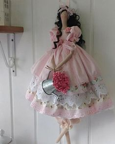 ❤Uma rosa com cheirinho de Tilda para você ❤ boa tarde, gente linda 😍 Doll Crafts, Diy Doll, Doll Patterns, Dress Patterns, Tilda Toy, Sewing Dolls, Fairy Dolls, Soft Dolls, Cute Dolls