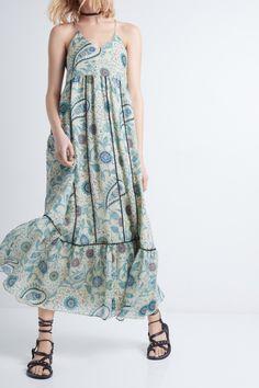 Langes Kleid Zadig et Voltaire, schmale Träger, Volants am unteren Kleidrand, Spitzendetails, vollständig mit Kunstseide gefüttert, Kleid 100% Seide.