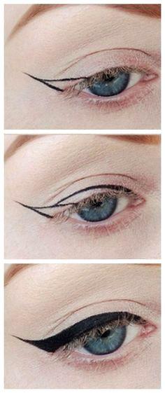 Un trait d'eye liner dessiné en deux étapes.