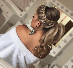 hair style girl hair clips wedding hair updos bun wedding hair hair clips hair styles medium up half down wedding hair hair and makeup near me Ponytail Hairstyles, Bride Hairstyles, Hairstyles Haircuts, Trendy Hairstyles, Layered Hairstyles, Bridesmaid Hair, Prom Hair, Hair Wedding, Boho Wedding