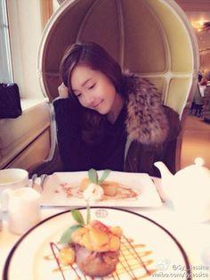 Jessica enjoys some afternoon tea   cr : allkpop