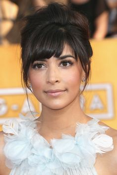 Hannah Simone - 20th annual Screen Actors Guild Awards, arrivals (Jan. 18)