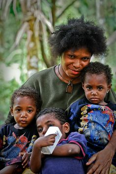 Mother and her children in Kimbe, West New Britain, Papua New Guinea. Read more on: Papua New Guinea Social Development and Poverty Vanuatu, West Papua, New Britain, African Diaspora, African Men, People Of The World, Papua New Guinea, Mother And Child, First Nations