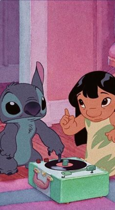 comenta si viste la pelicula en cuarentena #adoroestapelicula Iphone Wallpaper Tumblr Aesthetic, Cartoon Wallpaper Iphone, Iphone Background Wallpaper, Cute Disney Wallpaper, Cute Cartoon Wallpapers, Lilo And Stitch Quotes, Images Disney, Cute Stitch, Disney Background