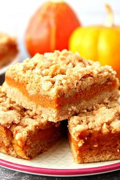 Pumpkin Pie Bars recipe - quick and easy dessert bars that taste like classic pumpkin pie! The cinnamon crumb topping is irresistible!