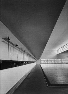 La Casa delle Armi di Luigi Moretti Fascist Architecture, British Architecture, Beautiful Architecture, Modern Architecture, Luigi, Bauhaus, Rome, Art Deco, Retro Futuristic