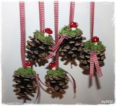 Country Christmas, Christmas 2017, Winter Christmas, Christmas Wreaths, Christmas Holidays, Christmas Ornaments, Pine Cone Crafts, Christmas Projects, Christmas Crafts
