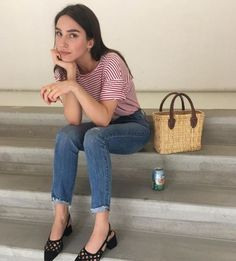 Red striped t-shirt cropped skinny Denim jeans small straw bag pointed black block heels Fashion Beauty, Womens Fashion, Playing Dress Up, Minimalist Fashion, Pretty Outfits, Style Guides, Spring, Dress To Impress, Casual Outfits