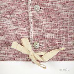 Chaqueta roja con capucha para bebé de 1 + In The Family. #baby #jacket #fashion #NeroliByNagore #SS14 #OneMoreInTheFamily