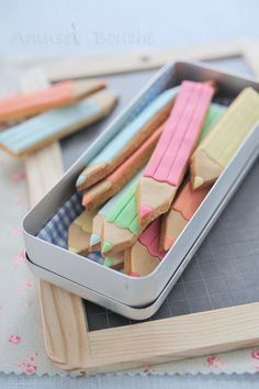 Des crayons pour la rentrée, crayon cookies tutorial (in french) Cookies Decorados, Galletas Cookies, Iced Cookies, Cute Cookies, Cupcake Cookies, Sugar Cookies, Yummy Cookies, Bolo Original, Kreative Desserts