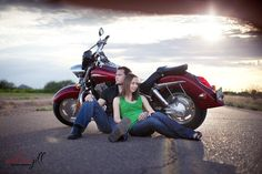 Location series pt Make it Personal creative enagement shots with motorcycle Motorcycle Engagement Photos, Motorcycle Photo Shoot, Motorcycle Wedding, Engagement Pictures, Engagement Shoots, Bike Pic, Couple Photography Poses, Engagement Photography, Wedding Photography