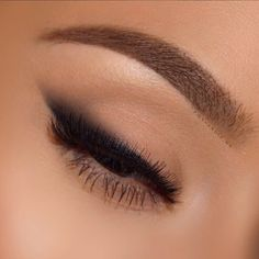 never ceases to amaze What a gorgeous for fall! never ceases to amaze What a gorgeous for fall! Makeup Eye Looks, Cute Makeup, Pretty Makeup, Skin Makeup, Eyeshadow Makeup, Smudged Eyeliner, Cat Eye Eyeliner, Matte Eye Makeup, Black Eye Makeup