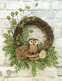 Owl Wreath / Burlap Wreath / Summer Wreath / Door Wreath / Grapevine Wreath / Floral Wreath / Outdoor Wreath / Etsy - This charming owl burlap Silk Flower Wreaths, Owl Wreaths, Burlap Flowers, Wreath Crafts, Diy Wreath, Holiday Wreaths, Wreaths For Front Door, Grapevine Wreath, Wreath Ideas