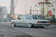 BMW E21 3 series silver slammed