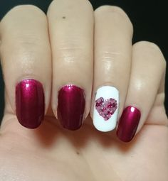 St. Valentine's nail art. Heart is made with dotting tool. Red nail polish: Wide Nails RD301 Face it (TheFaceShop)
