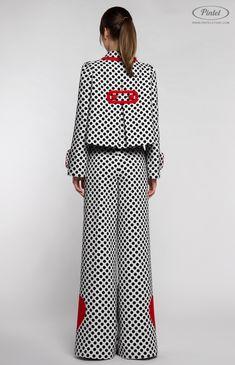 I'd just love wearing this suit!Pintel™ Store — YASMIN — designer women's black and white polka-dot suit Look Fashion, Hijab Fashion, Fashion Art, Fashion Dresses, Womens Fashion, Trendy Dresses, Nice Dresses, Traje Casual, Hijab Stile