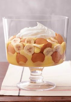 Easy Low-Fat Southern Banana Pudding – Layers of vanilla wafers get drizzled with silky JELL-O pudding and topped with slices of fresh banana to create the perfect crowd-pleasing dessert recipe.