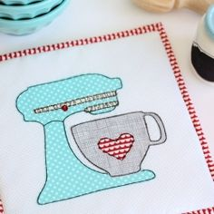 Brighten up your kitchen with a pot holder inspired by the Kitchen Aid.  I DON'T KNOW WHY, BUT THIS MAKES ME SMILE.  I LIKE IT
