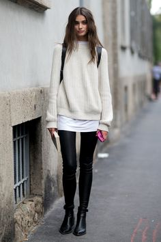 Photos via: Style Bistro Model Taylor Marie Hill is absolutely stunning. Her sweater and leather pants look during Milan Fashion Week makes for perfect model-off-duty style inspiration. Get the look: Looks Street Style, Looks Style, Look Fashion, Street Fashion, Milan Fashion, Fashion 2018, Fashion Black, Fashion Clothes, Classic Fashion