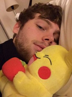 oh look it's luke cuddling michael how cute Save My Life, Love Of My Life, 5sos Imagines, Luke Roberts, 5 Sos, Michael Clifford, All Family, Luke Hemmings, 20 Years Old