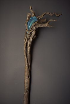 Beautiful staff used by Radagast the Brown in the hobbit Radagast The Brown, Objet Harry Potter, Wizard Staff, Walking Staff, Walking Sticks And Canes, Ideias Diy, Fantasy Weapons, Driftwood Art, Dragon Age