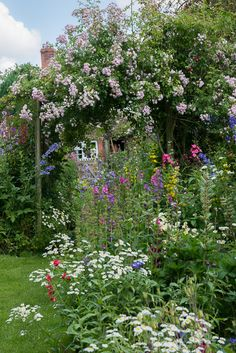 Gardening Flowers What Are The Benefits Of Flower Garden Gates? Beautiful Flowers Garden, Beautiful Gardens, Garden Of Earthly Delights, Cottage Garden Design, Garden Gates, Organic Gardening, Vegetable Gardening, Container Gardening, Plein Air